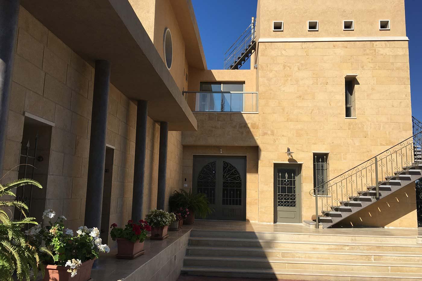 Hisham Merhi Villa - Luxury Mountain Villa
