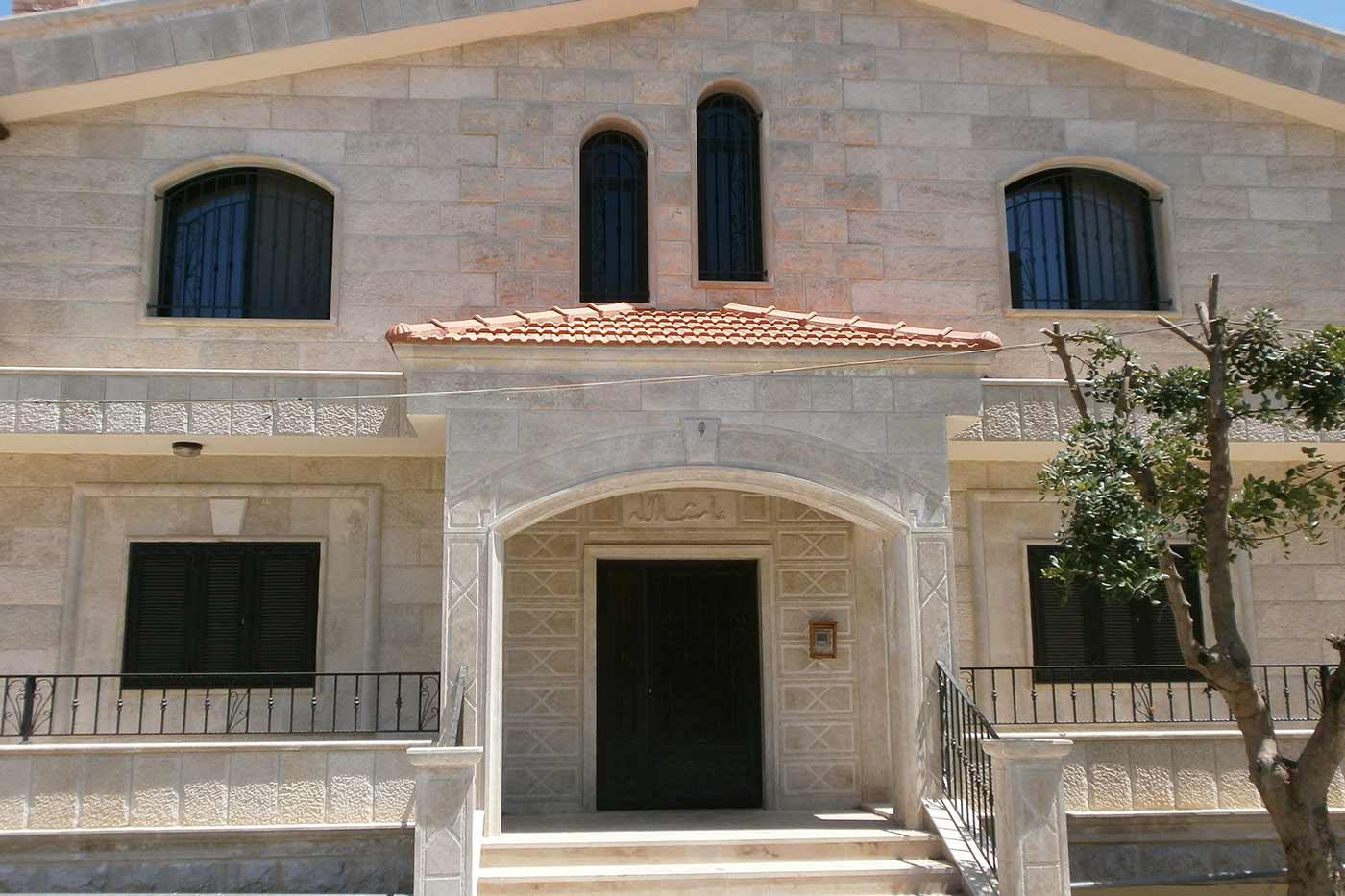 Merhi Villa - Front View Entrance